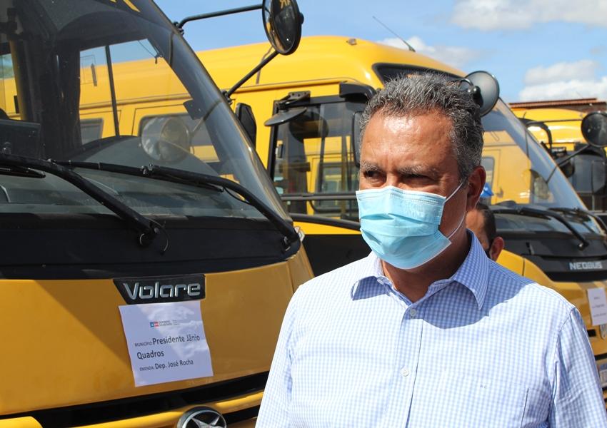 Rui Costa entrega ônibus e máquinas para Prefeituras e Consórcios