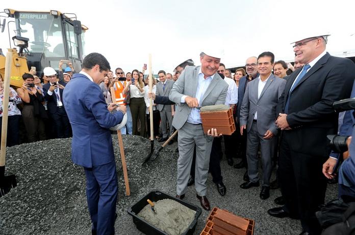 Rui Costa e ACM Neto participam juntos de evento que marca início de obras no aeroporto de Salvador