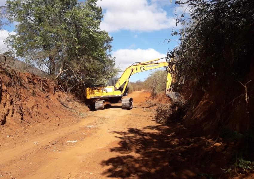 Trabalhos de manutenção da estrada que liga Livramento a Iguatemi segue a todo vapor