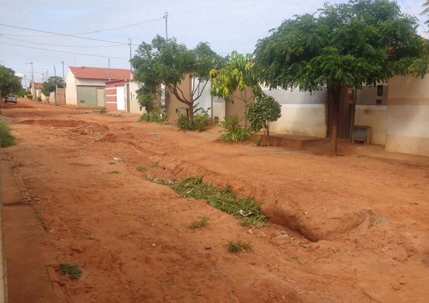 Livramento: Moradores cobram melhorias na Rua Durval Mandú no Bairro Taquari