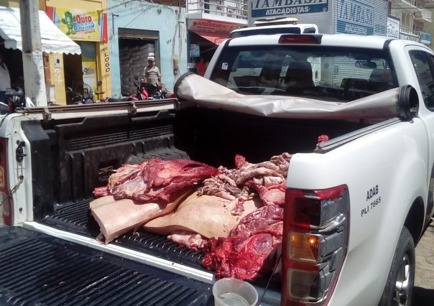 Mais de 600 kg de carne clandestina são apreendidos na feira livre de Livramento em operação da Adab