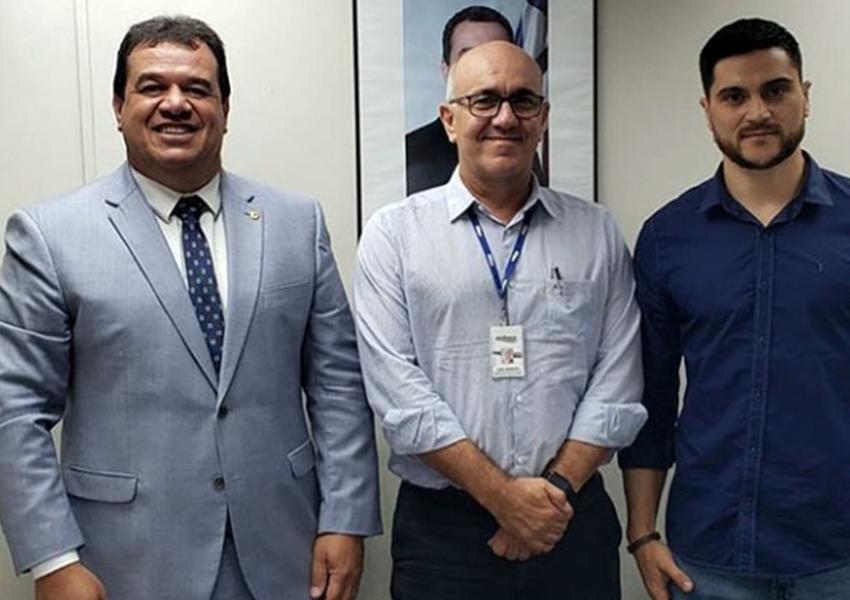 Deputado Marquinho Viana e o prefeito de Caraíba na Embasa