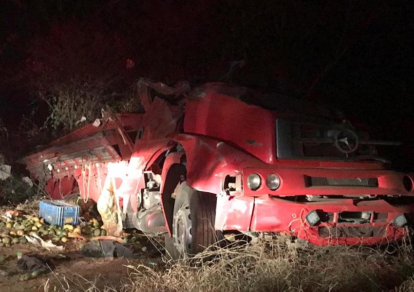 Livramento: Motorista fica ferido após caminhão tombar na Serra das Almas