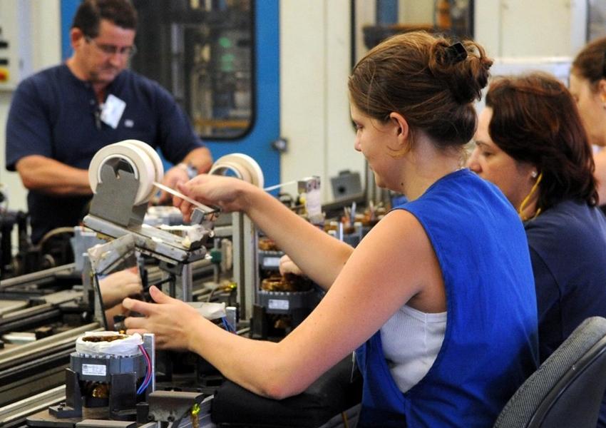 Setor de serviços cresce 0,8% em julho no país, aponta IBGE