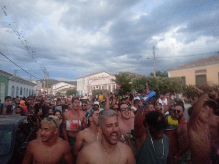 Protesto é realizado durante Carnaval em Rio de Contas