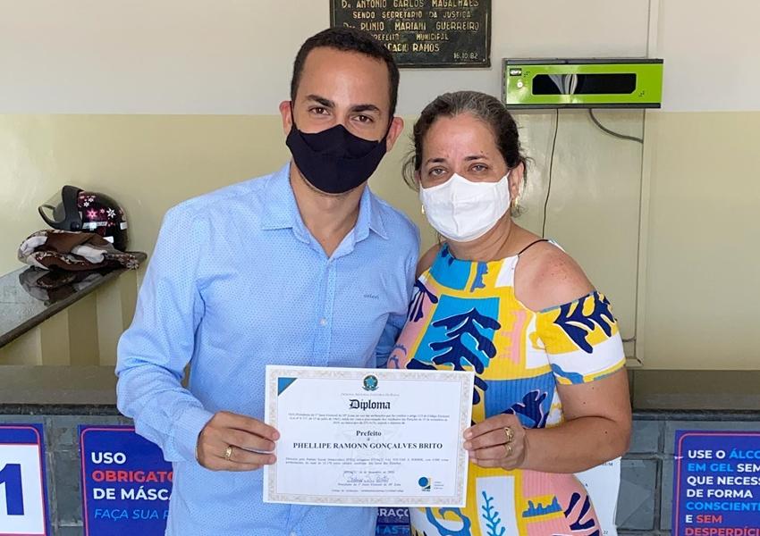 Phellipe Brito é diplomado Prefeito eleito de Ituaçu