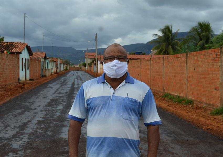 Livramento: Vereador João de Ogum comemora a chegada do tão sonhado asfalto no Bairro Benito Gama