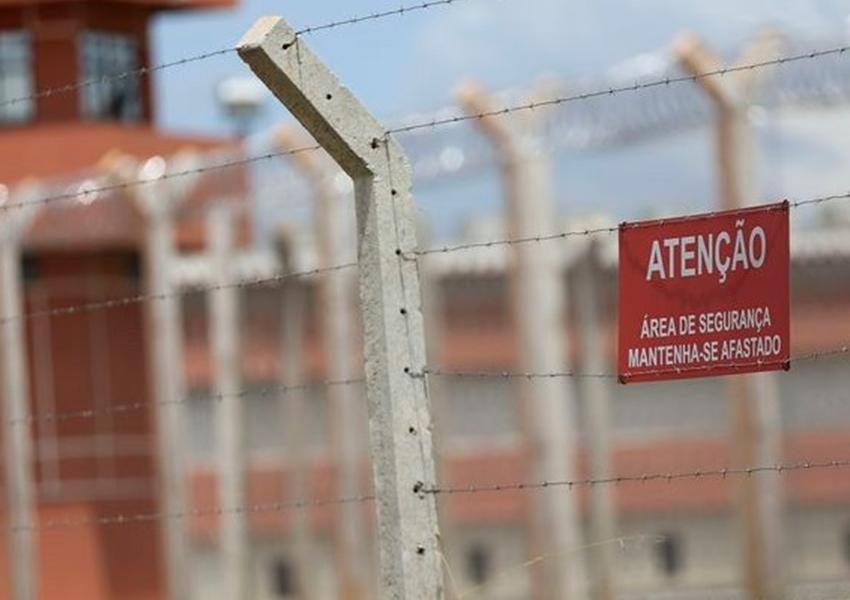 75 membros do PCC fogem de prisão do Paraguai por túnel