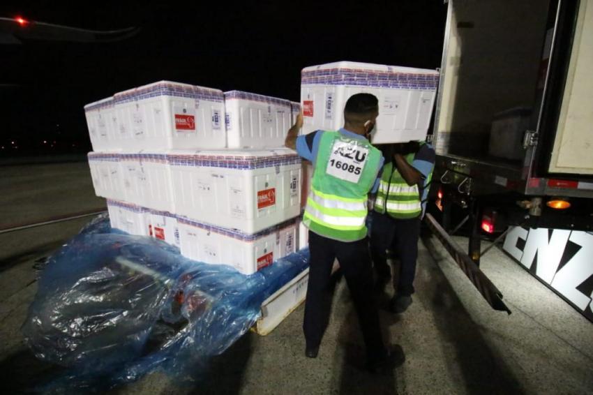 Bahia recebe mais de 376 mil doses de vacina contra a Covid-19