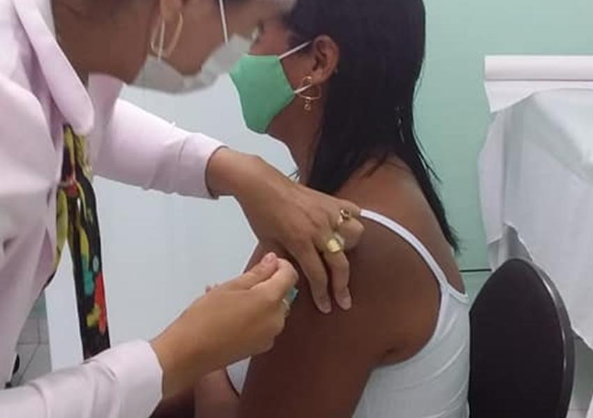 Em três meses, Bahia vacina mais de 2 milhões e tem queda nas solicitações de UTI para idosos acima de 70 anos