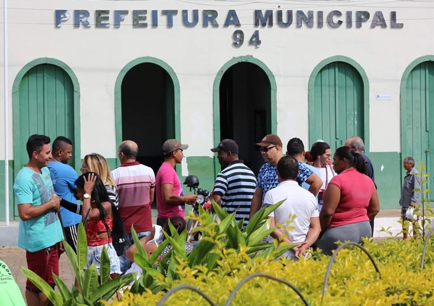 Barraqueiros protestaram em frente à prefeitura de Livramento na manhã desta quinta-feira (21)
