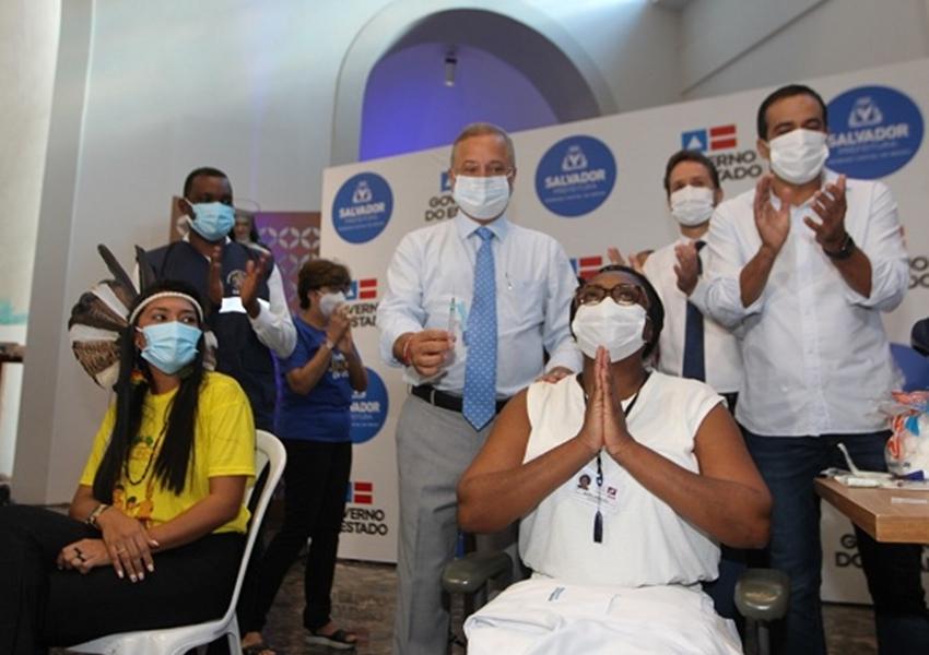 Número de mortes de enfermeiros no Brasil despenca após vacinação