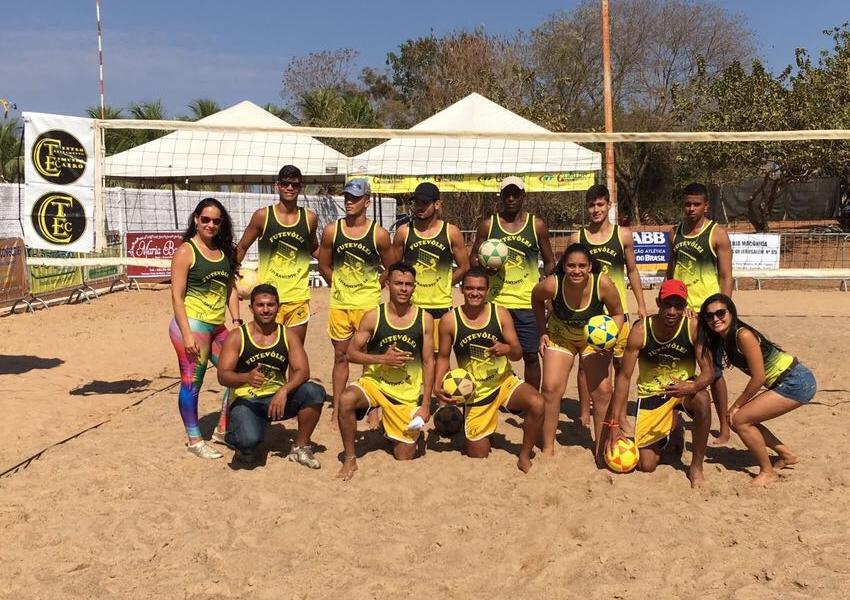 Equipes de futevôlei do Centro de Treinamento Edimundo Cairo dão show na cidade de Santana
