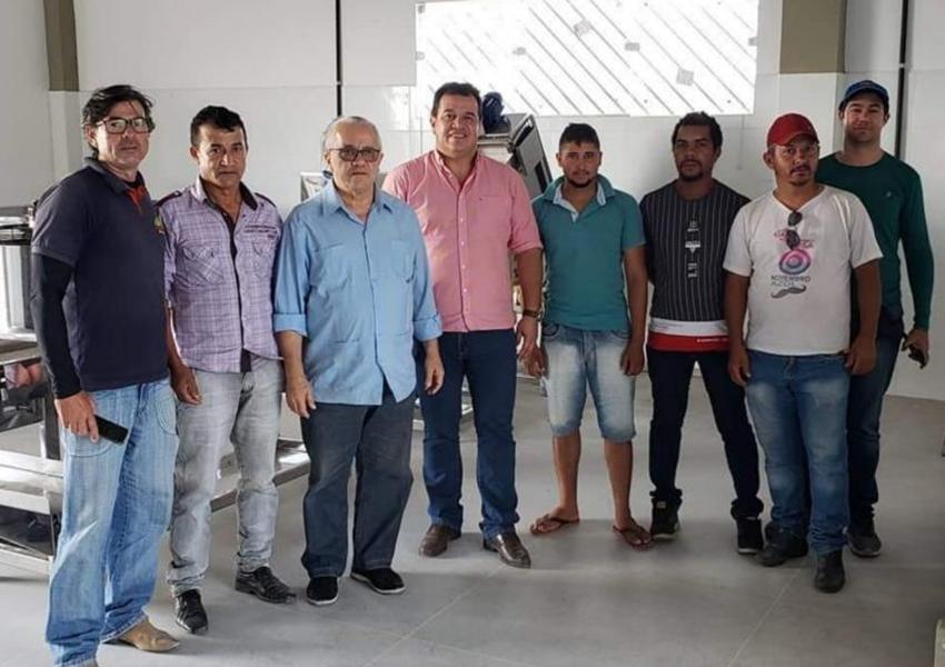 Deputado Marquinho Viana e secretário Josias Gomes agilizam projetos de água e agroindústria em Barra da Estiva