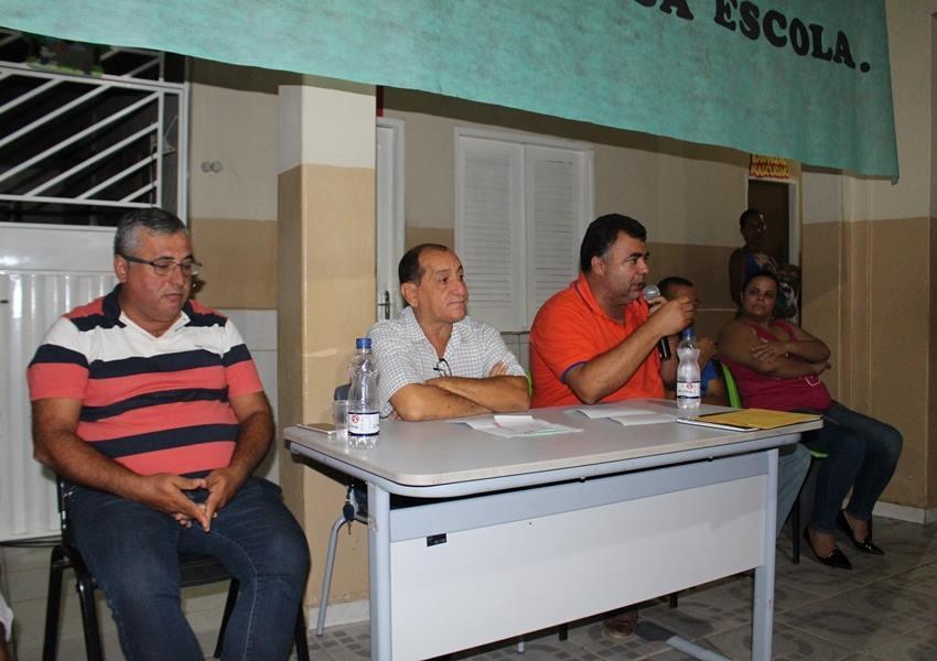 Prefeito de Livramento participou de reunião com moradores dos Bairros Estocada e Barriguda