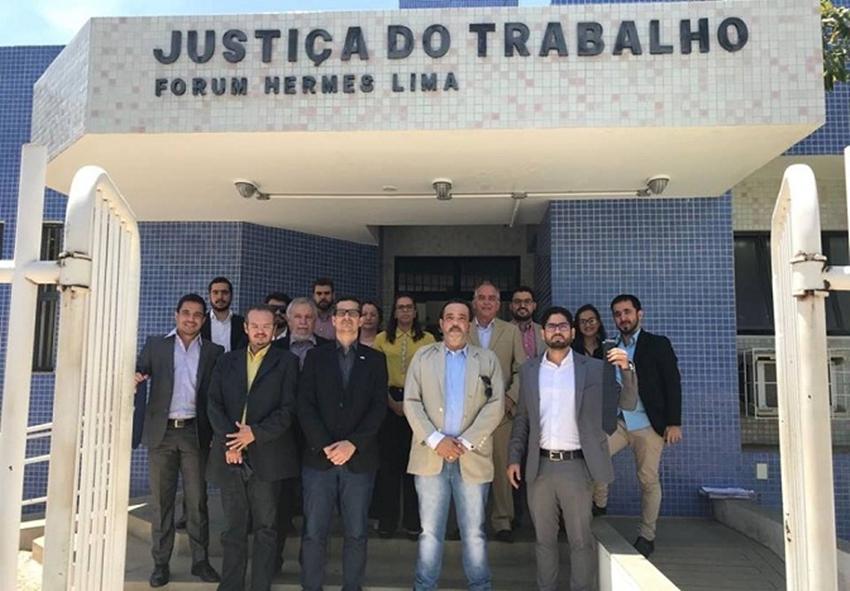 Guanambi: Advogados são barrados de reunião com desembargador por não usarem gravata