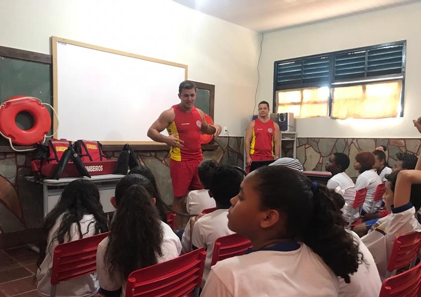 Escolas de Rio de Contas recebem integrantes dos Bombeiros