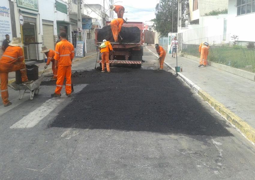 Deputado Luciano Ribeiro consegue asfaltamento para Brumado