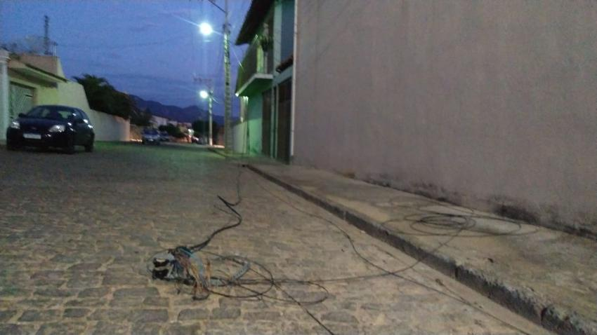 Caminhão danifica rede fibra óptica da Maxxnet no Bairro Polivalente em Livramento