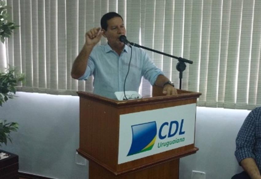 Mourão, vice de Bolsonaro, critica 13º salário e adicional de férias