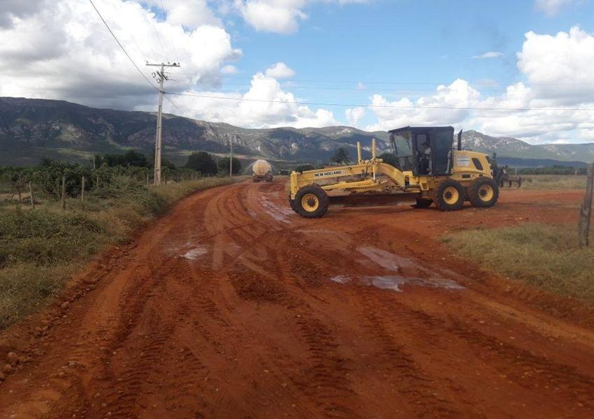 Livramento: Prefeitura intensifica recuperação de ruas e estradas vicinais
