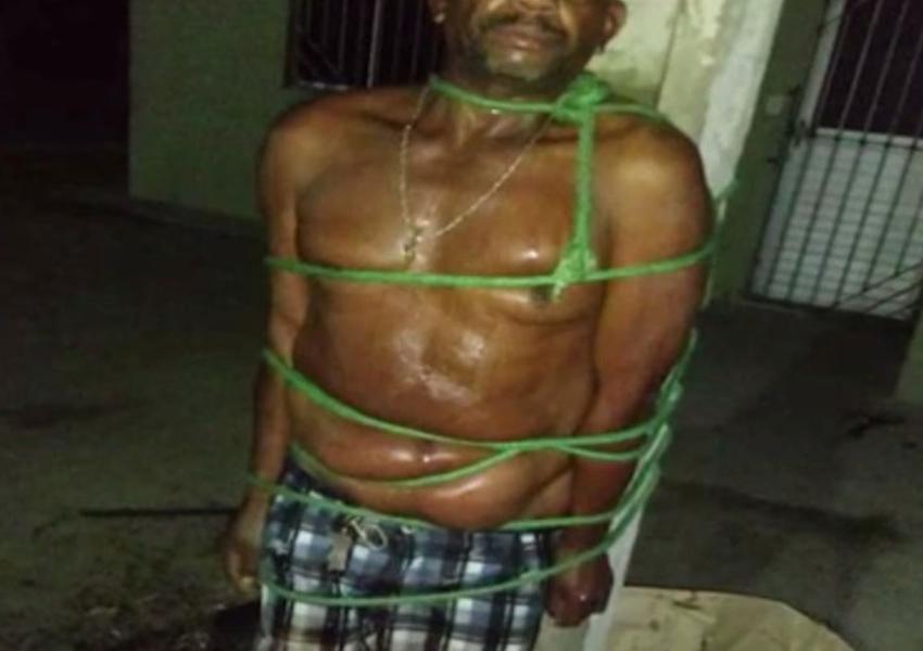 Jacobina: Homem é amarrado em poste por vizinhos após agredir e empurrar mulher em escada