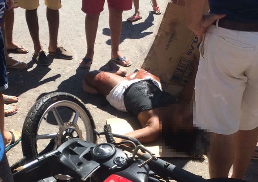 Colisão entre carro e moto deixa mulher ferida em Livramento