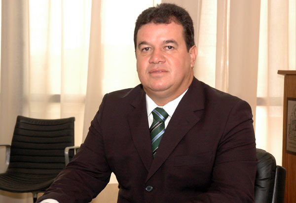 Marquinho Viana critica Marcelo Nilo e diz 'Não pode acender vela para Deus e outra para o Diabo'