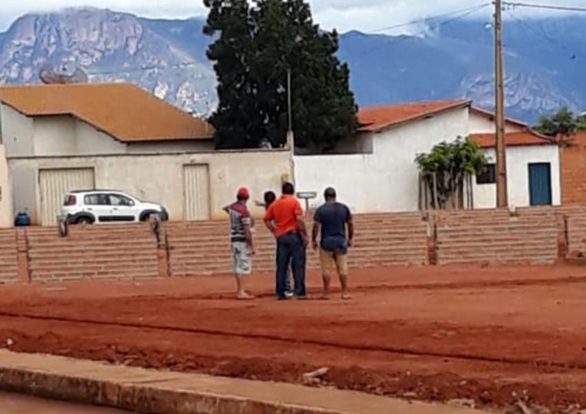 Prefeito de Livramento é flagrado visitando obras no município