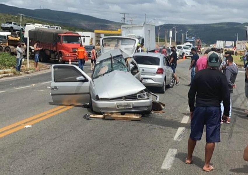 Batida entre carro e caminhão deixa dois mortos e três feridos na Bahia; vítimas eram da mesma família