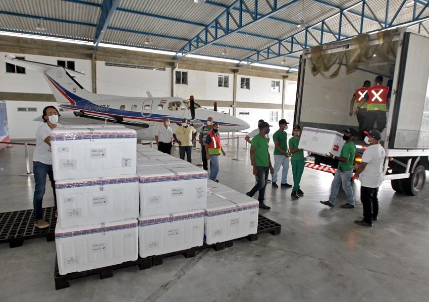 Bahia recebe novo lote com mais de 600 mil doses de vacina contra a Covid-19