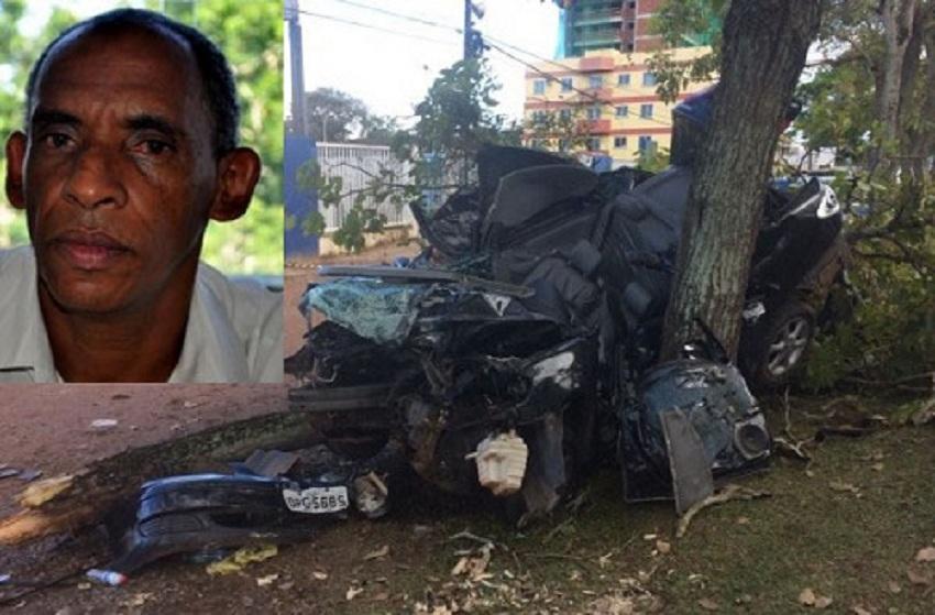 Professor perde controle de carro na rodovia Ilhéus-Olivença, bate em árvore e morre