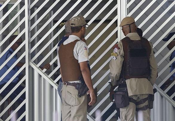 Jovem de 21 anos se joga da janela de casa para fugir de estupro em Itapuã, em Salvador