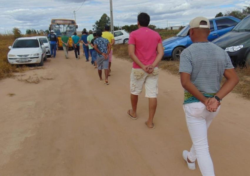 Cerca de 150 pessoas são presas em rinha de galo no oeste da Bahia; 200 aves apreendidas
