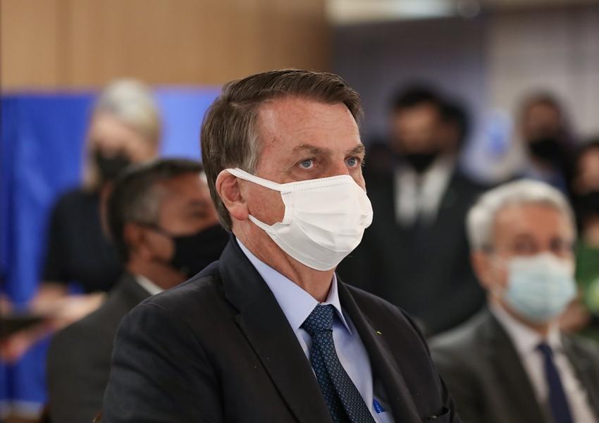 'Se urnas são confiáveis, dá um tapa na minha cara', diz Bolsonaro durante transmissão ao vivo