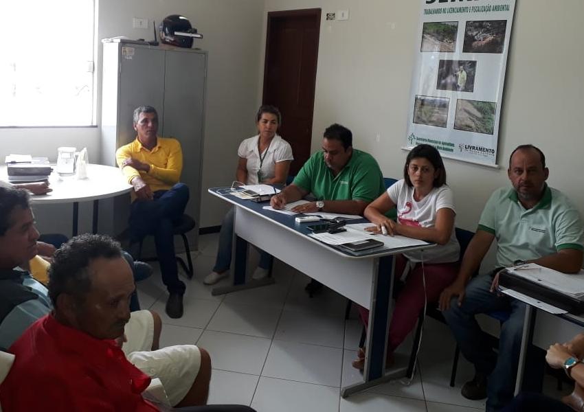 Livramento: SEMAR realiza reunião com prestadores de serviço de limpeza