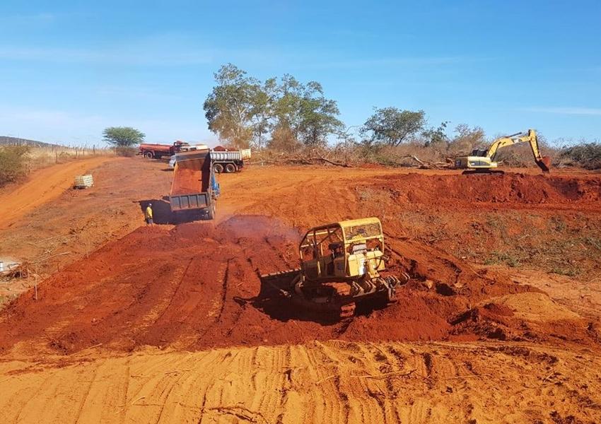 Prefeitura de Livramento inicia construção de pequenas barragens no interior do município