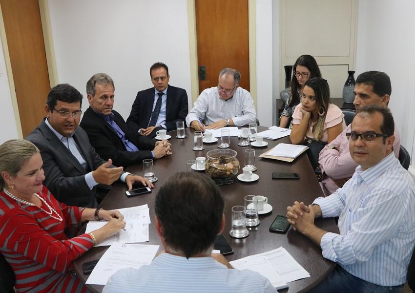 Prefeito de Dom Basílio solicita construção  de quadra poliesportiva no município