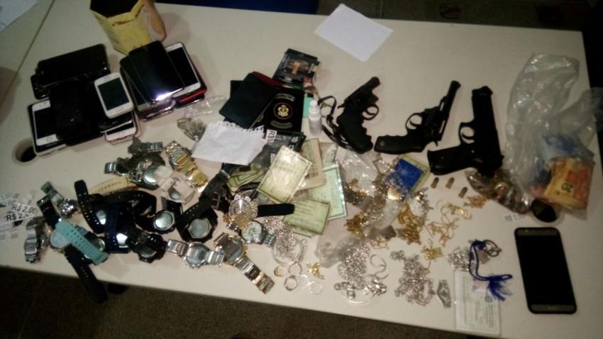 Polícia apreende cerca de 85 kg de drogas e armas em paredão com adolescentes
