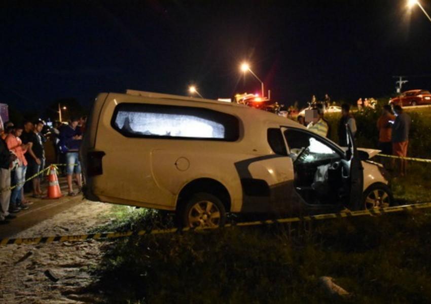 Homem  morre após colidir caminhonete com carreta em Vitória da Conquista
