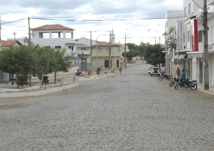 Dom Basílio: Homem rouba loja e  agride funcionária; dinheiro e celular foram recuperados