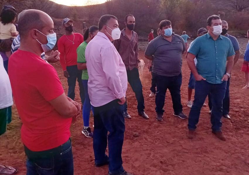 Comitiva formada por prefeito, vereadores e deputados visitam lagoa na comunidade peri-peri