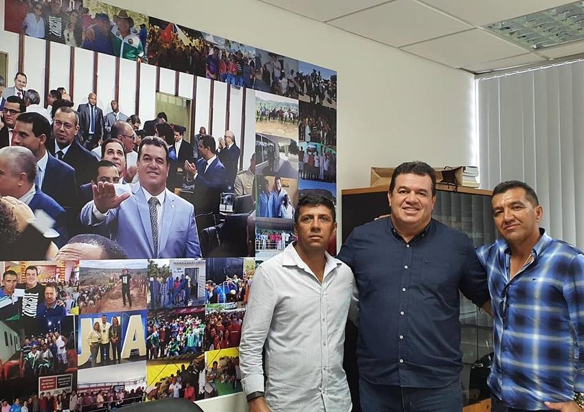 Deputado Marquinho Viana recebe lideranças de Côcos