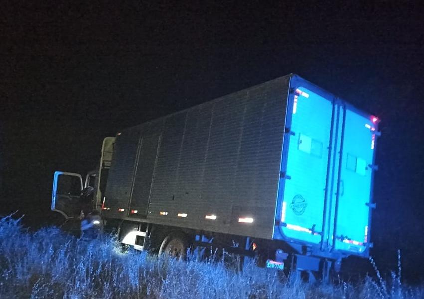 Dom Basílio: Caminhão cai em ribanceira na BA-148