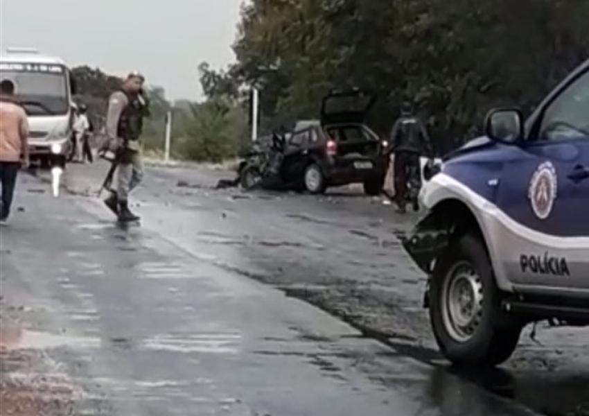Bom Jesus da Lapa: Advogado morre e policiais ficam feridos após colisão entre carro e viatura da PM