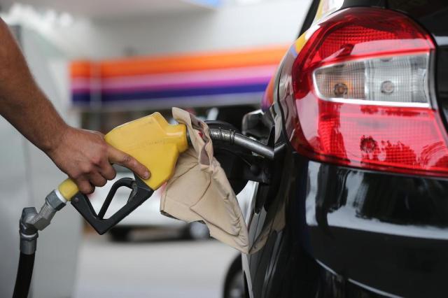 Petrobras reduz preço da gasolina em 3,8% nas refinarias, mas alta ainda é de mais de 10%