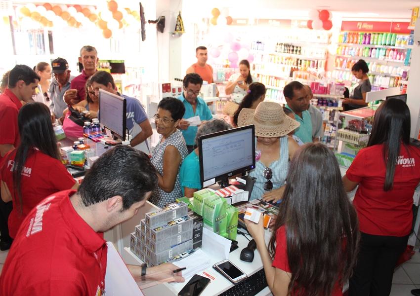 Farmácia Luz Rede Inova Drogarias comemora 3 anos nesta sexta e sábado com grandes sorteios