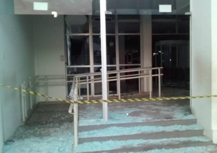 JEREMOABO: Quadrilha ataca agências bancárias ; Quinze homens participaram da ação