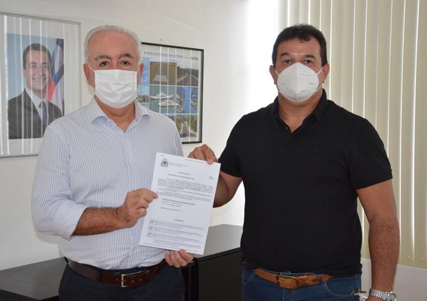 Deputado Marquinho Viana recebe do secretário Marcus Cavalcante autorização para recuperação da rodovia Érico Cardoso/Paramirim