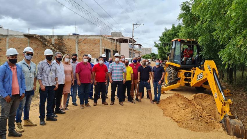 Livramento: Deputado Marquinho Viana visita obras de implantação do sistema de água em Iguatemi